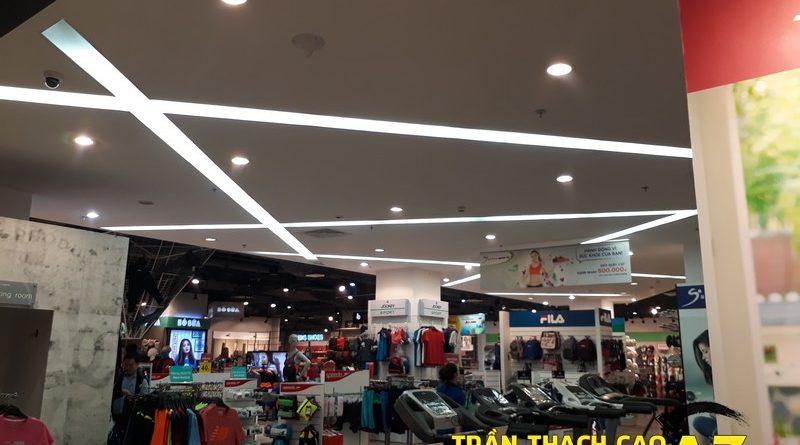 Thiết kế trần thach cao đẹp hiện đại của shop SuperSports tại Robins Royal City