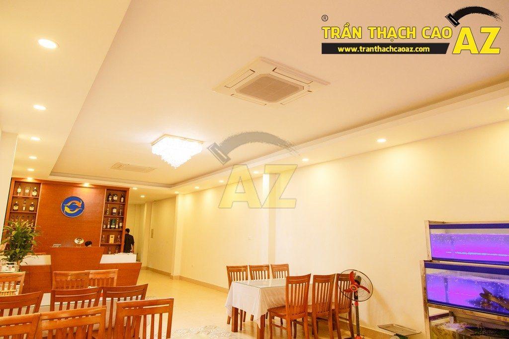 Thiết kế trần thạch cao đẹp sang trọng của nhà hàng Cá Minh Quân - 05