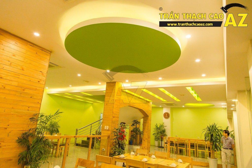 Trần thạch cao đẹp xuất sắc với cách phối màu hoàn hảo của nhà hàng Thắm Hùng - 01