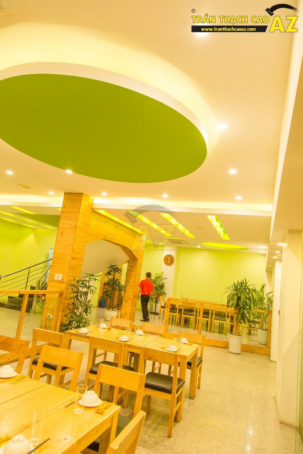 Trần thạch cao đẹp xuất sắc với cách phối màu hoàn hảo của nhà hàng Thắm Hùng - 02