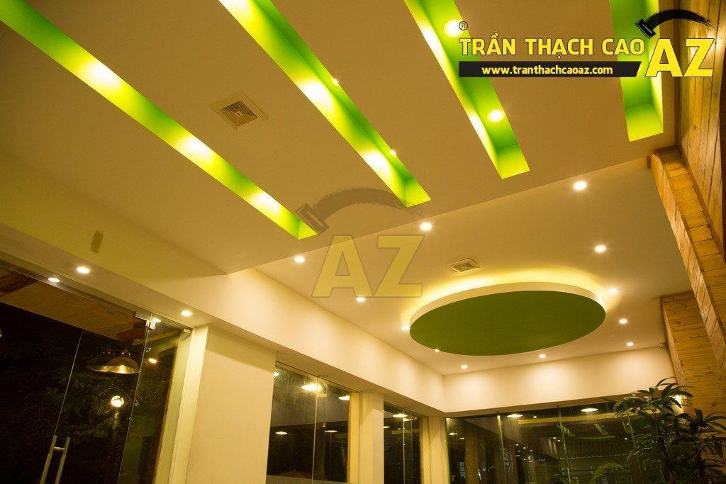 Trần thạch cao đẹp xuất sắc với cách phối màu hoàn hảo của nhà hàng Thắm Hùng - 09