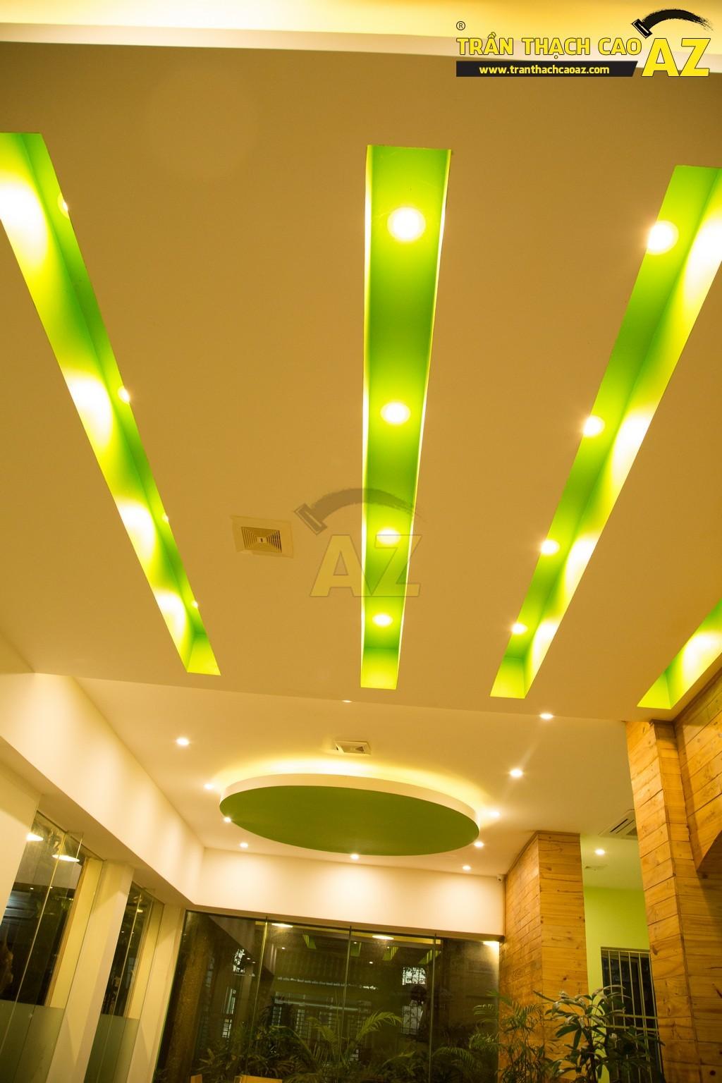 Trần thạch cao đẹp xuất sắc với cách phối màu hoàn hảo của nhà hàng Thắm Hùng - 12