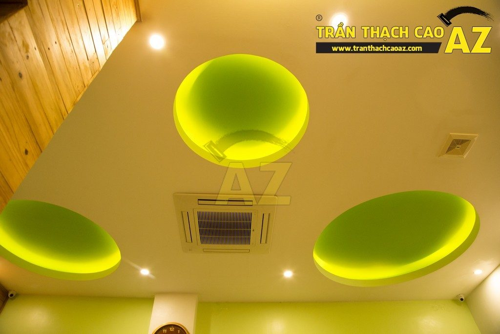 Trần thạch cao đẹp xuất sắc với cách phối màu hoàn hảo của nhà hàng Thắm Hùng - 03