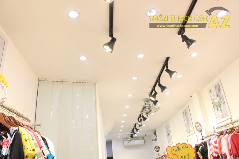 Mê mẩn thiết kế trần thạch cao shop nhỏ đẹp sang chảnh của Kenva, số 223 Chùa Bộc - 02