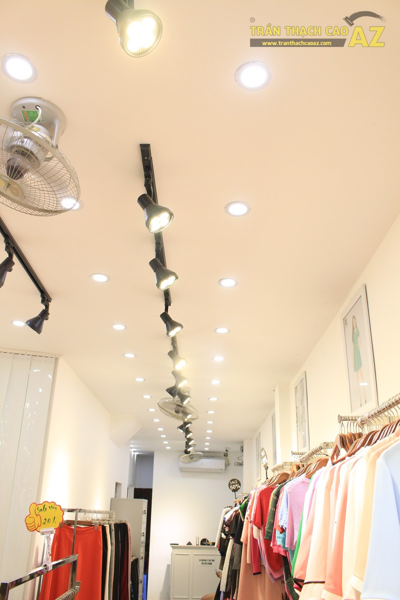 Mê mẩn thiết kế trần thạch cao shop nhỏ đẹp sang chảnh của Kenva, số 223 Chùa Bộc - 03
