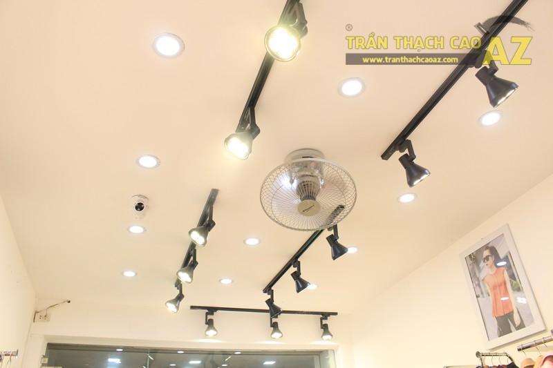 Mê mẩn thiết kế trần thạch cao shop nhỏ đẹp sang chảnh của Kenva, số 223 Chùa Bộc - 01