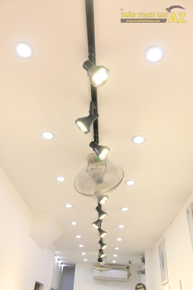Mê mẩn thiết kế trần thạch cao shop nhỏ đẹp sang chảnh của Kenva, số 223 Chùa Bộc - 04