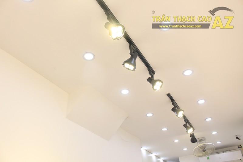 Mê mẩn thiết kế trần thạch cao shop nhỏ đẹp sang chảnh của Kenva, số 223 Chùa Bộc - 05