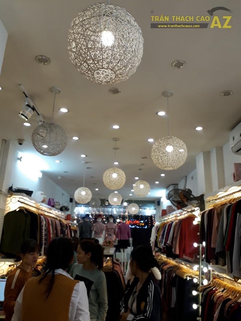 Cách trang trí trần thạch cao đẹp độc đáo của shop Hằng Bùi Boutique, số 83 Chùa Bộc - 02