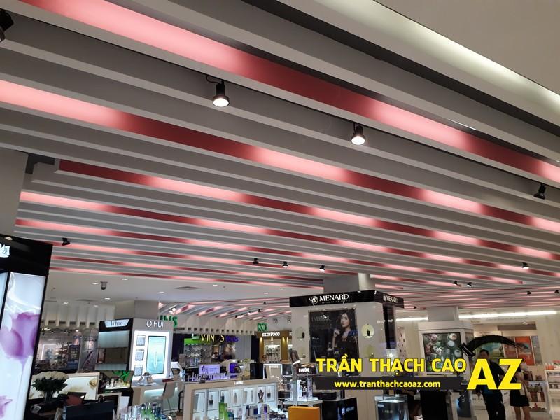 Thiết kế trần thạch cao đẹp hiện đại khu vực đồ mỹ phẩm tại Royal City - 01