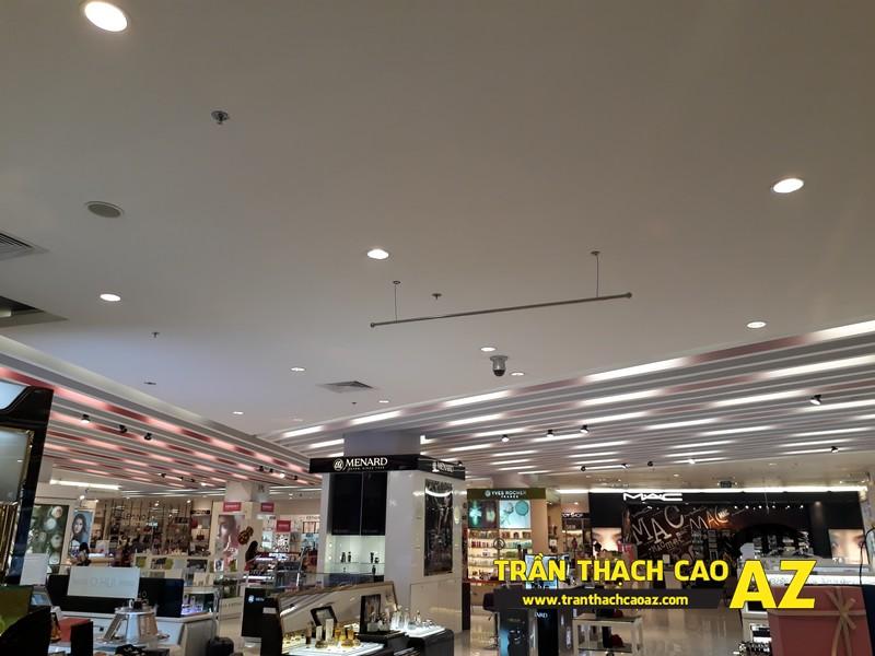 Thiết kế trần thạch cao đẹp hiện đại khu vực đồ mỹ phẩm tại Royal City - 04