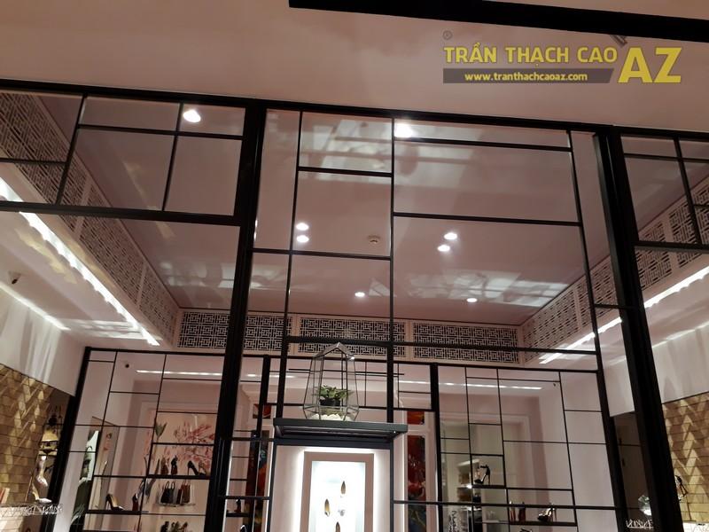 Trần thạch cao cực sang chảnh, đẳng cấp của shop Christian Louboutin, Tràng Tiền - 05