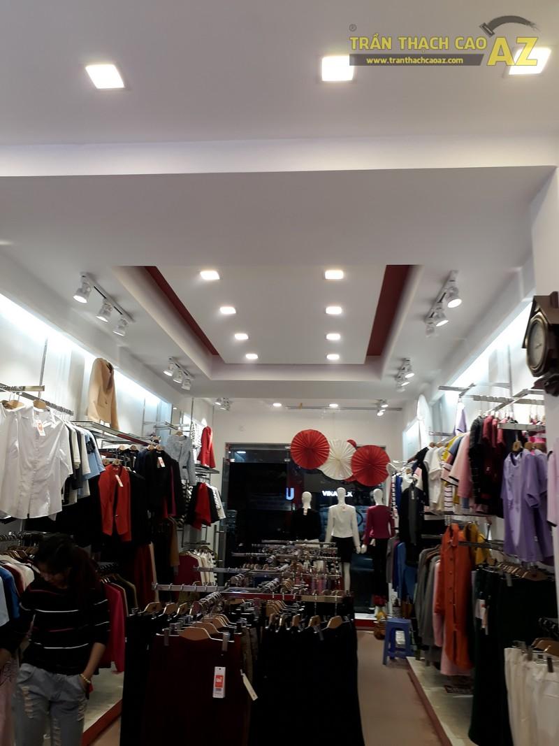UNI Korean Fashion hiện đại, quyến rũ với tạo hình trần thạch cao shop đẹp - 05