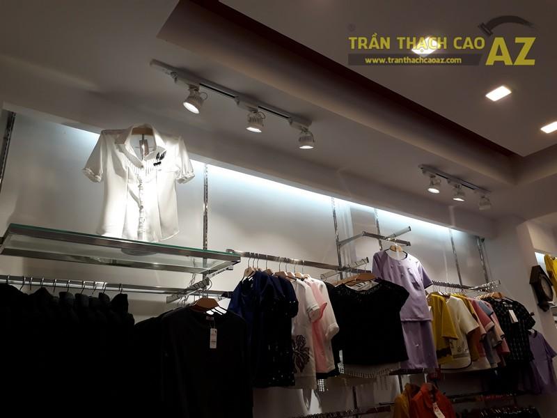 UNI Korean Fashion hiện đại, quyến rũ với tạo hình trần thạch cao shop đẹp - 04