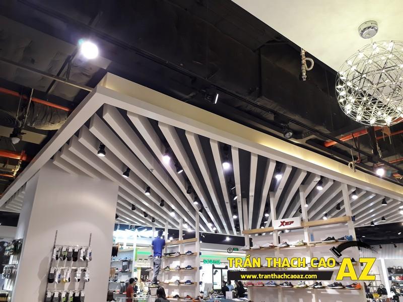 VINDS Shoes cực thu hút nhờ tạo hình trần thạch cao shop độc đáo tại Royal City 05