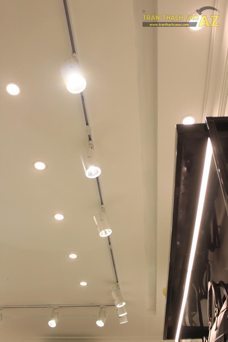 """""""Đột nhập"""" cửa hàng đồ da La Force qua những hình ảnh hết sức ấn tượng về trần thạch cao"""