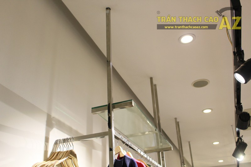 Hoàn thiện trần thạch cao phẳng cho cửa hàng thời trang Daisy 141 Thái Hà