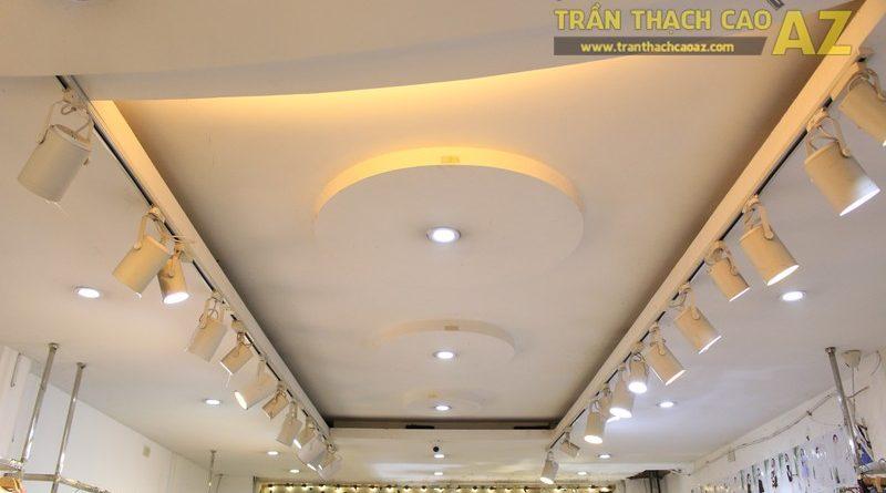 NANA shop đẹp lung linh với thiết kế trần thạch cao hiện đại, cực hút mắt