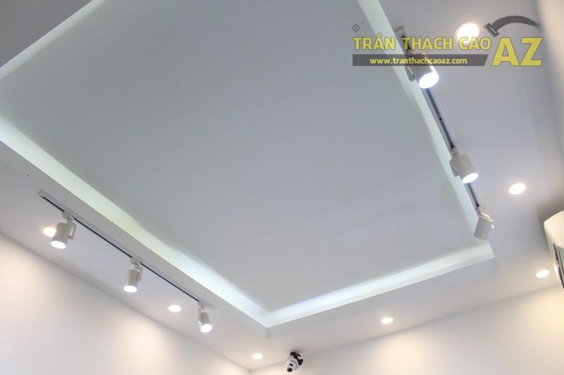 Không gian shop nhỏ đẹp bắt mắt với thiết kế trần thạch cao hiện đại của MoonStone - 03