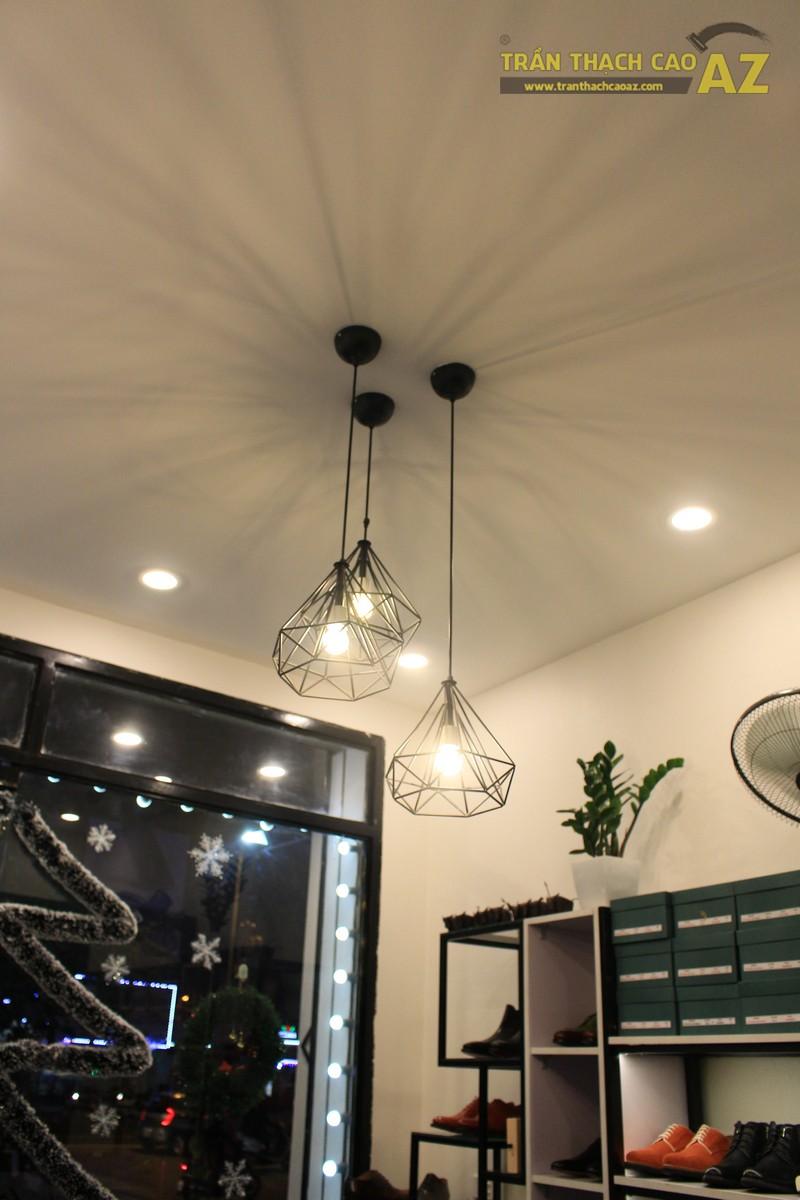 Shop nhỏ đẹp nhờ kết hợp trần thạch cao phẳng với đèn trang trí độc đáo của Grazie - 04