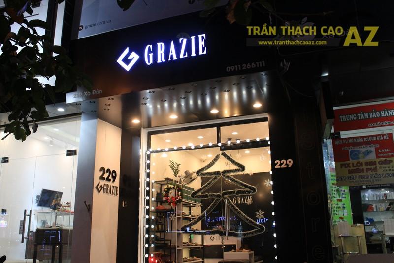 Shop nhỏ đẹp nhờ kết hợp trần thạch cao phẳng với đèn trang trí độc đáo của Grazie - 05