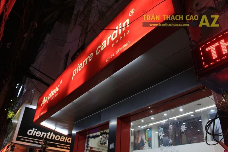 """""""Soi"""" mẫu trần thạch cao độc đáo của cửa hàng thời trang An Phước 132 Thái Hà"""