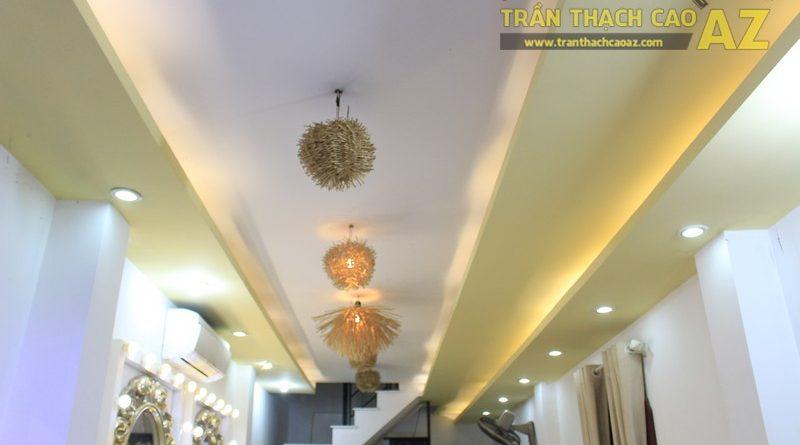 Trang trí studio nhỏ cực bắt mắt với mẫu trần thạch cao đẹp đơn giản như Kevin Phạm Studio
