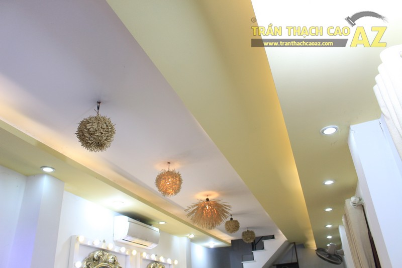 Trang trí studio nhỏ cực bắt mắt với mẫu trần thạch cao đẹp đơn giản như Kevin Phạm Studio - 03