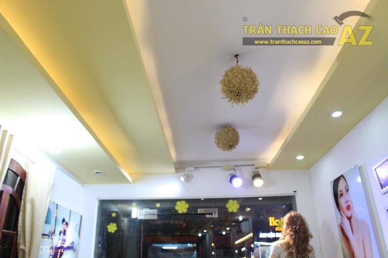 Trang trí studio nhỏ cực bắt mắt với mẫu trần thạch cao đẹp đơn giản như Kevin Phạm Studio - 01