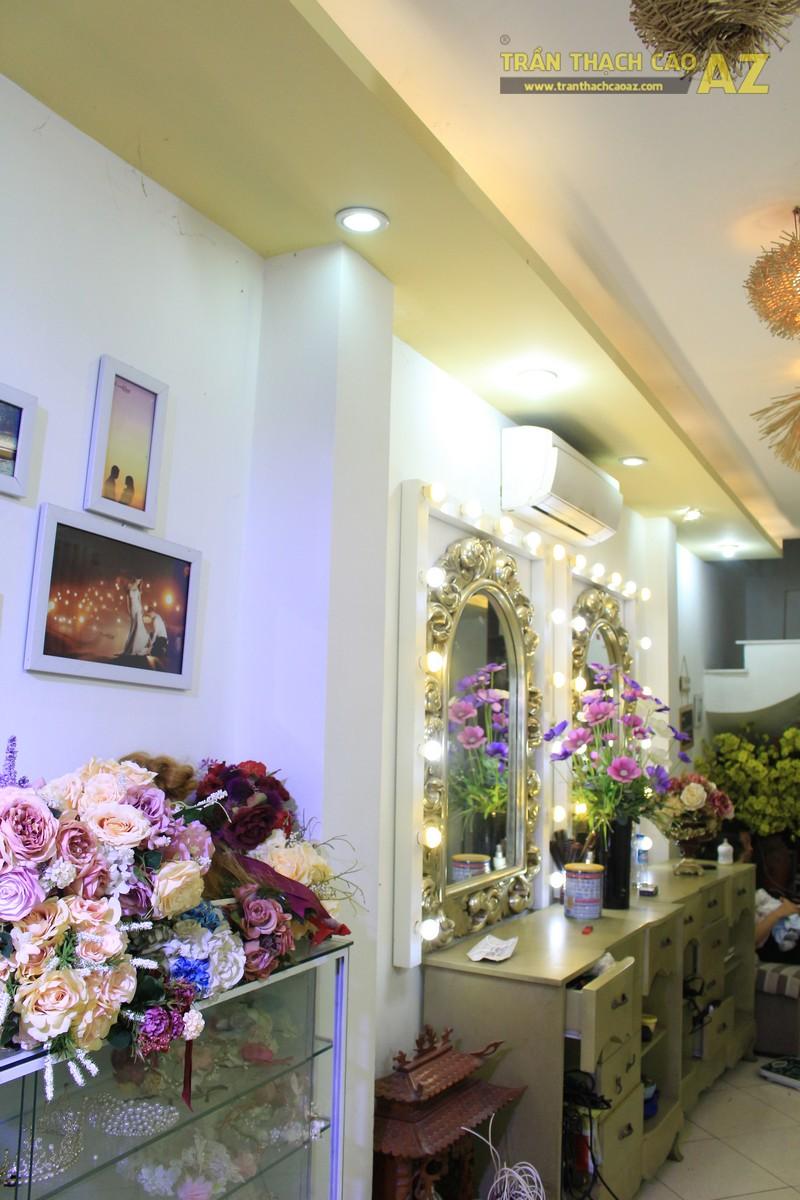 Trang trí studio nhỏ cực bắt mắt với mẫu trần thạch cao đẹp đơn giản như Kevin Phạm Studio - 05