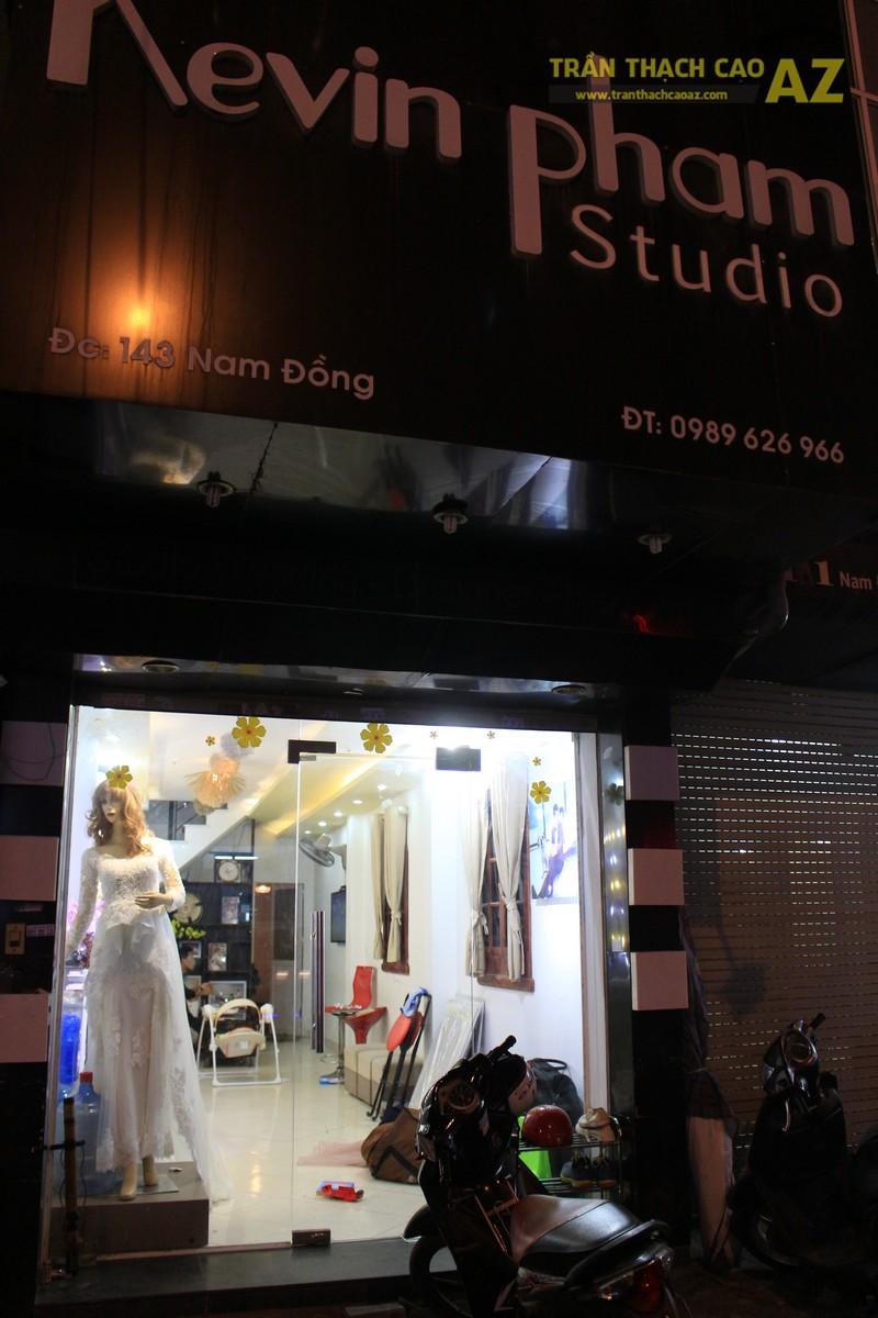 Trang trí studio nhỏ cực bắt mắt với mẫu trần thạch cao đẹp đơn giản như Kevin Phạm Studio - 06