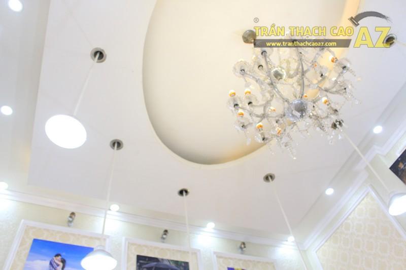 Studio nhỏ đẹp lung linh với mẫu trần thạch cao đơn giản, sang trọng của Moza Xã Đàn - 05