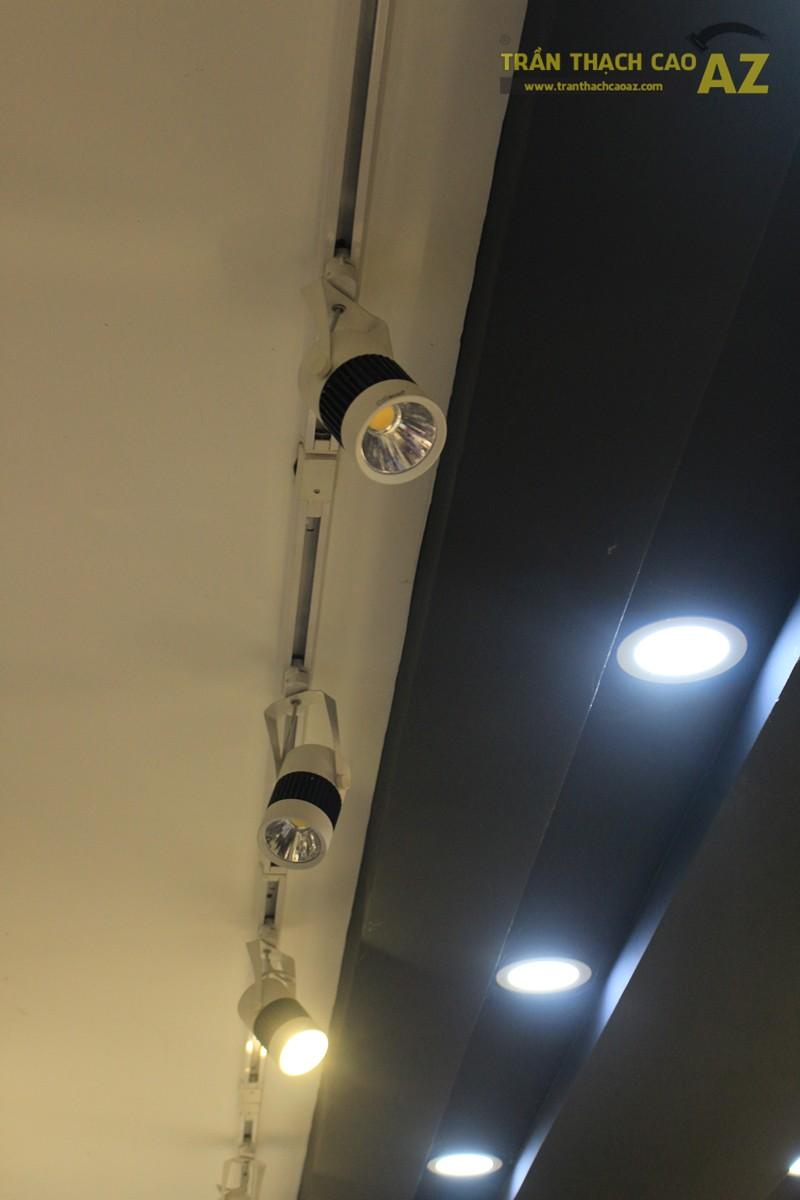 Sử dụng màu đối lập đẹp hiện đại như trần thạch cao shop THUNDER, 324 Thái Hà - 05