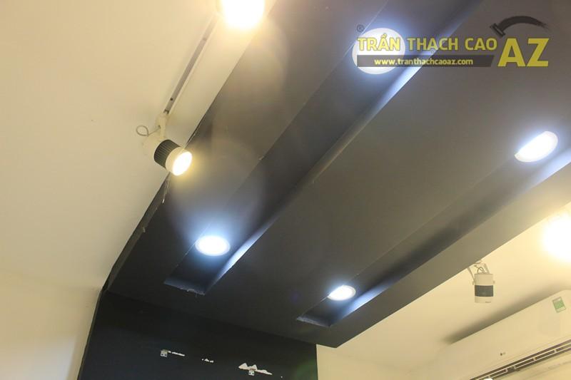 Sử dụng màu đối lập đẹp hiện đại như trần thạch cao shop THUNDER, 324 Thái Hà - 04