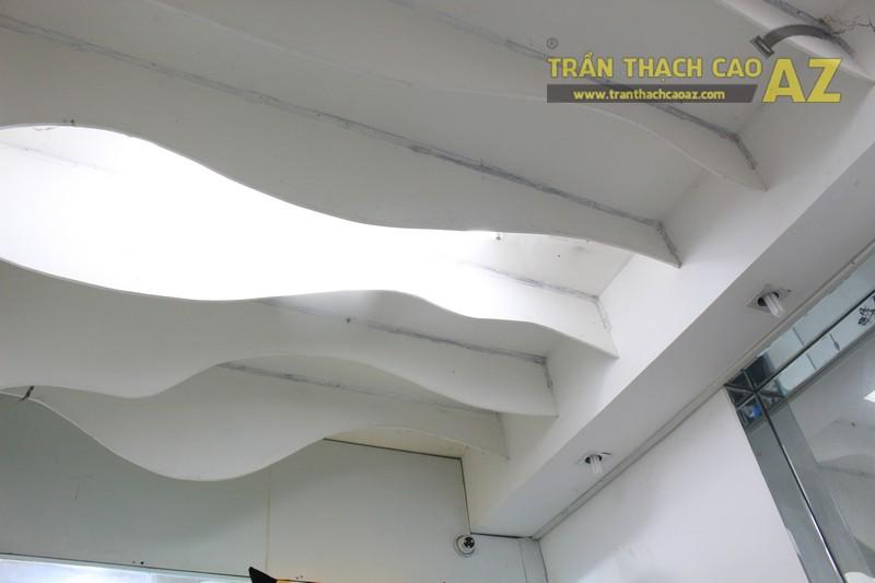 Tạo hình lượn sóng đẹp độc đáo của trần thạch cao shop Totoro 1988 Phạm Ngọc Thạch - 04