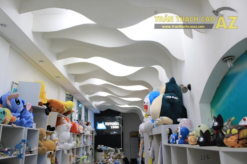 Tạo hình lượn sóng đẹp độc đáo của trần thạch cao shop Totoro 1988 Phạm Ngọc Thạch - 03
