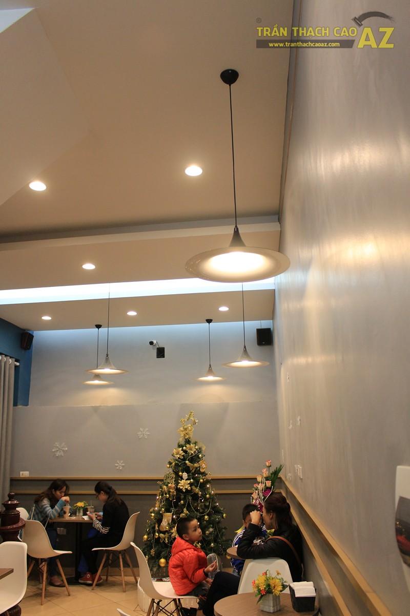 Tạo hình trần thạch cao ấn tượng kết hợp đèn trang trí cực độc đáo của TOCOTOCO - 02