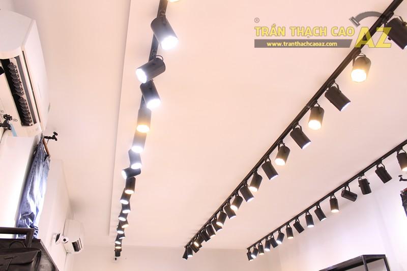 Tạo hình trần thạch cao shop nhỏ đẹp đơn giản, hiện đại của Độc, 226 Thái Hà - 01