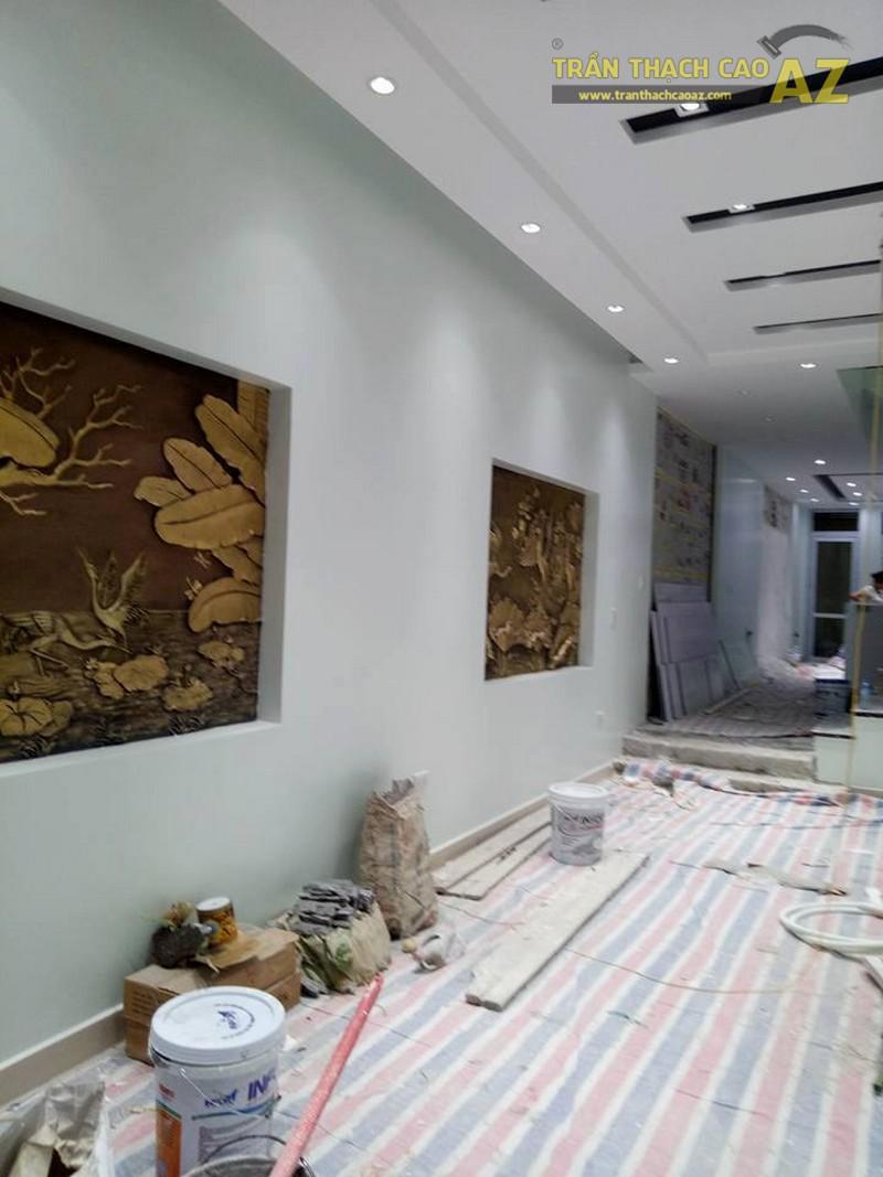 Thiết kế trần thạch cao phòng khách đẹp sang trọng, hiện đại của nhà chú Tâm - 03