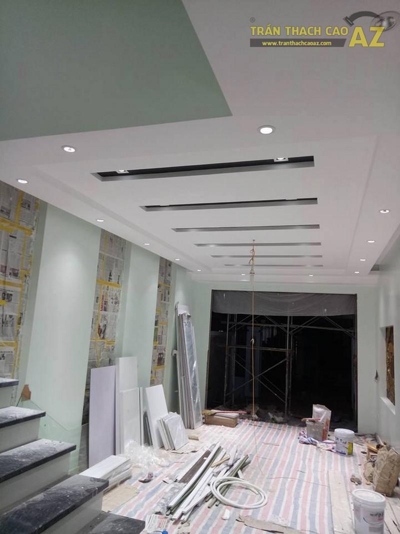 Thiết kế trần thạch cao phòng khách đẹp sang trọng, hiện đại của nhà chú Tâm - 02