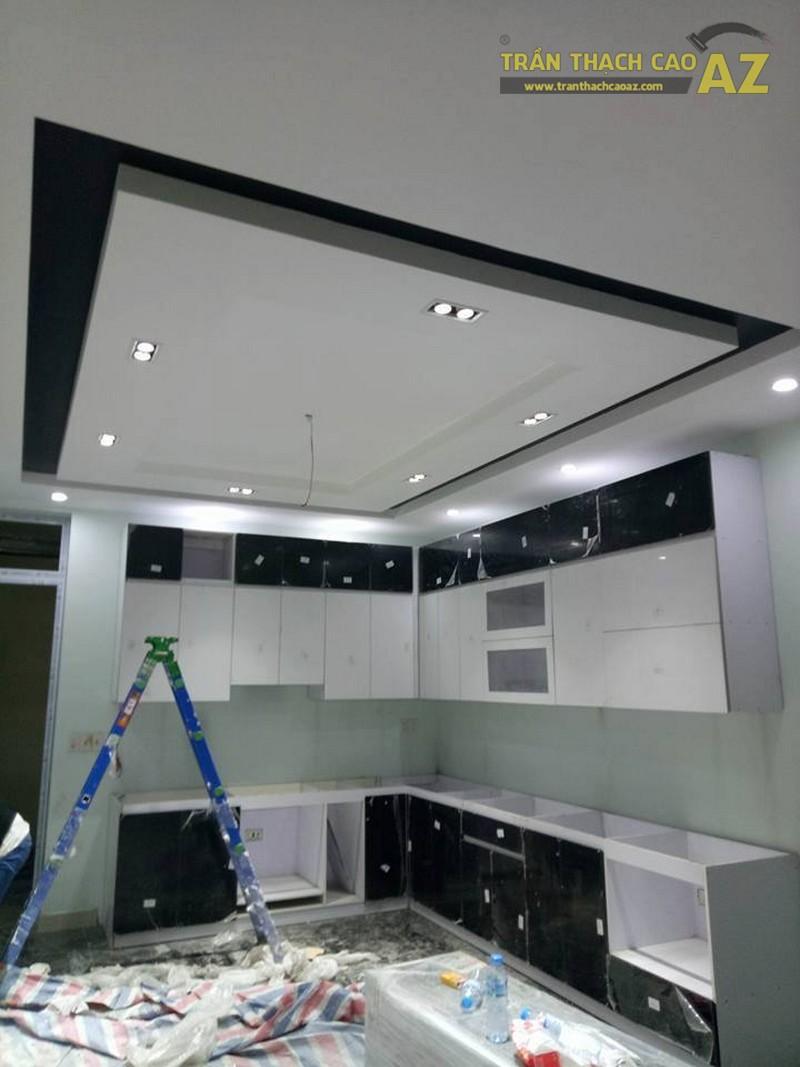 Thiết kế trần thạch cao phòng bếp đẹp sang trọng, hiện đại của nhà chú Tâm