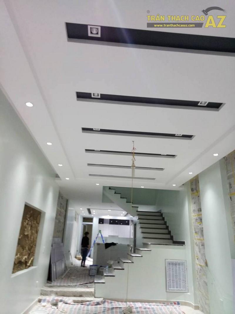 Thiết kế trần thạch cao phòng khách đẹp sang trọng, hiện đại của nhà chú Tâm - 01