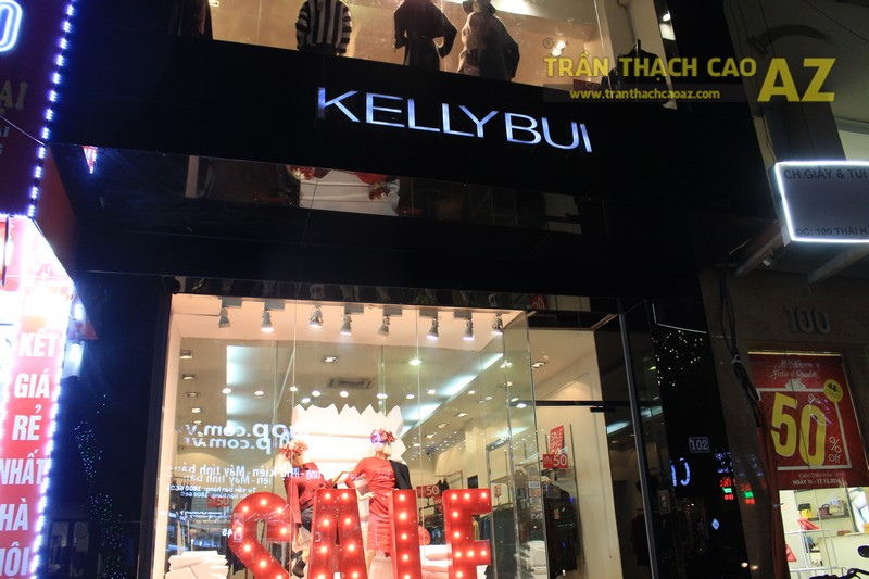 Thời trang KELLYBUI 102 Thái Hà nhẹ nhàng, tinh tế với mẫu trần thạch cao giật cấp hiện đại