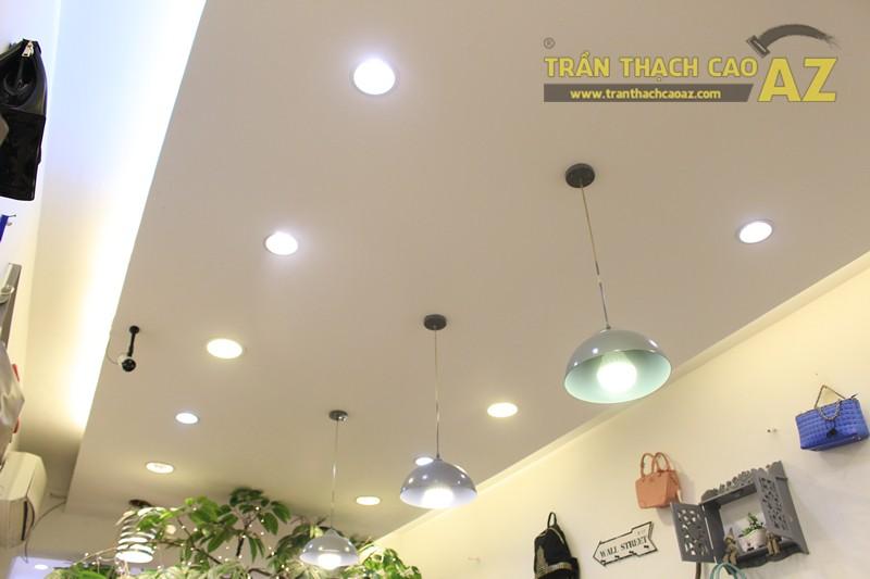 Chọn mẫu trần thạch cao cho shop nhỏ, dài đẹp ấn tượng như Mộc, 56 phố Huế - 01