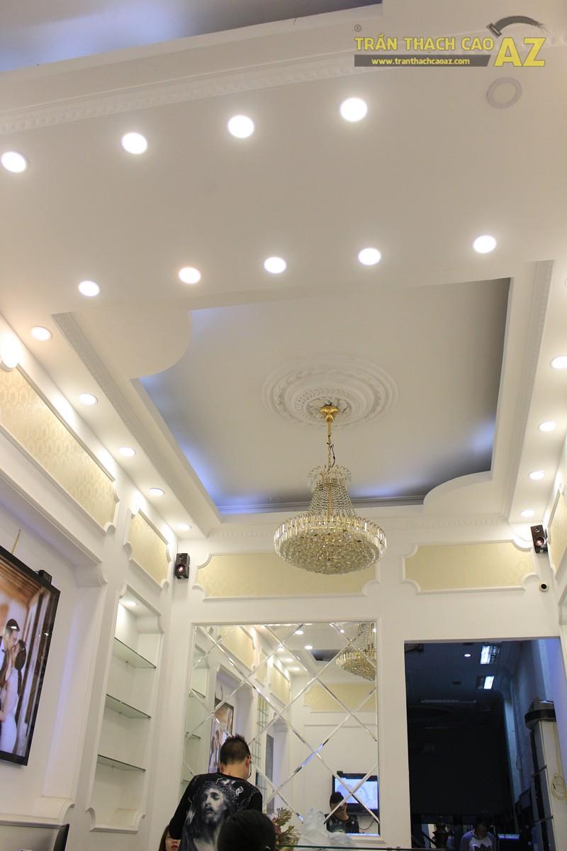 Sử dụng trần thạch cao tạo hình cổ điển cho shop nhỏ giúp không gian thêm đẳng cấp, sang trọng - 02
