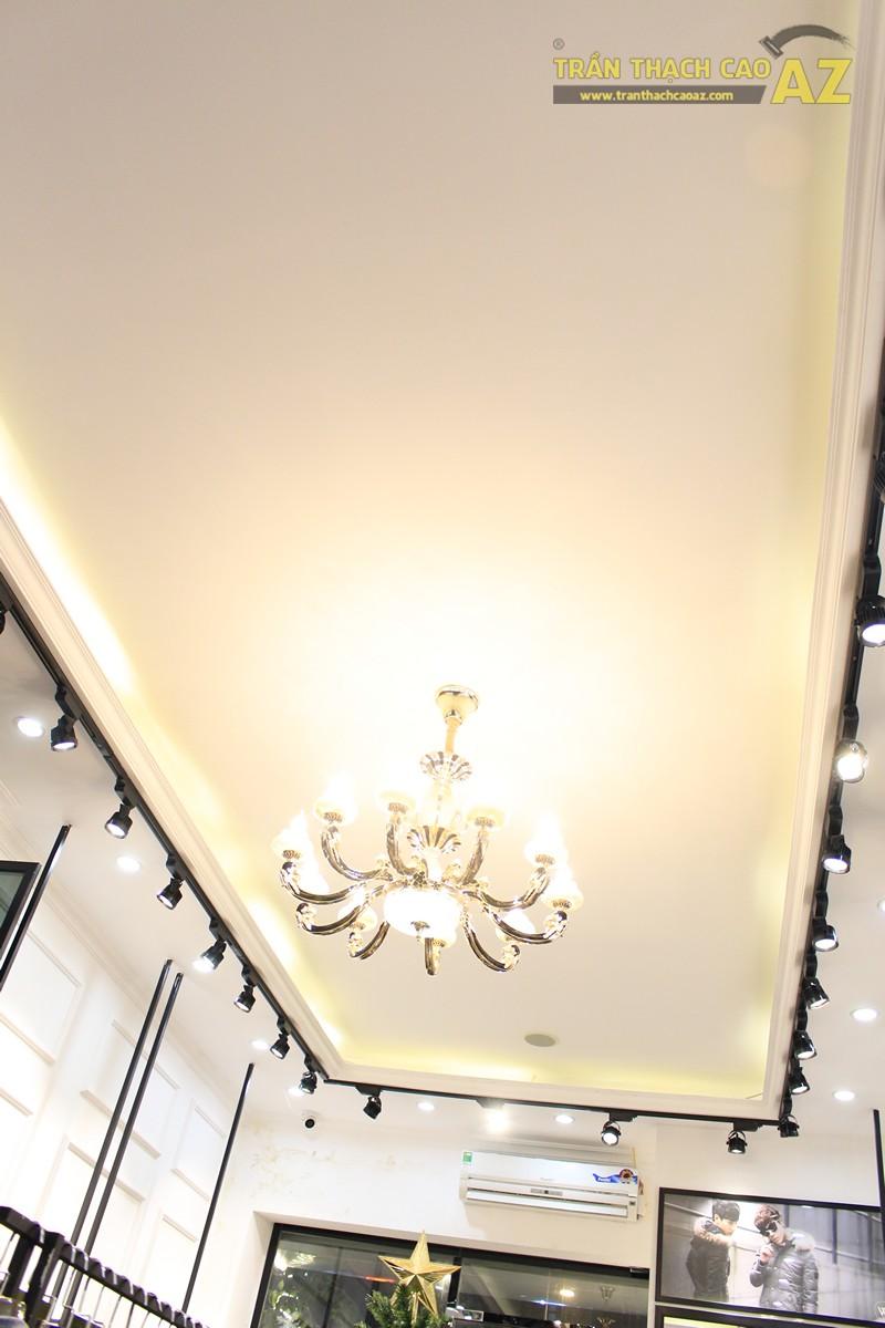 Liberty Wings (258 phố Huế) nổi bật với mẫu trần thạch cao shop đẹp cổ điển, sang trọng - 03
