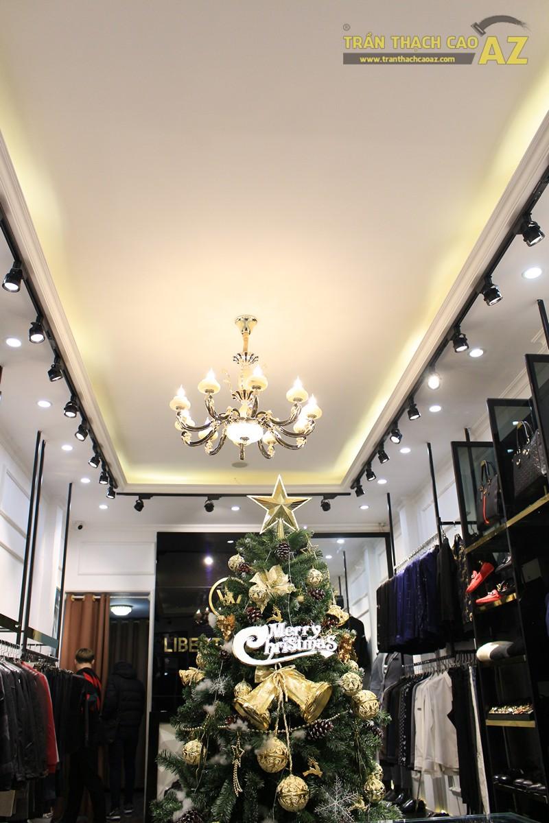 Liberty Wings (258 phố Huế) nổi bật với mẫu trần thạch cao shop đẹp cổ điển, sang trọng - 02