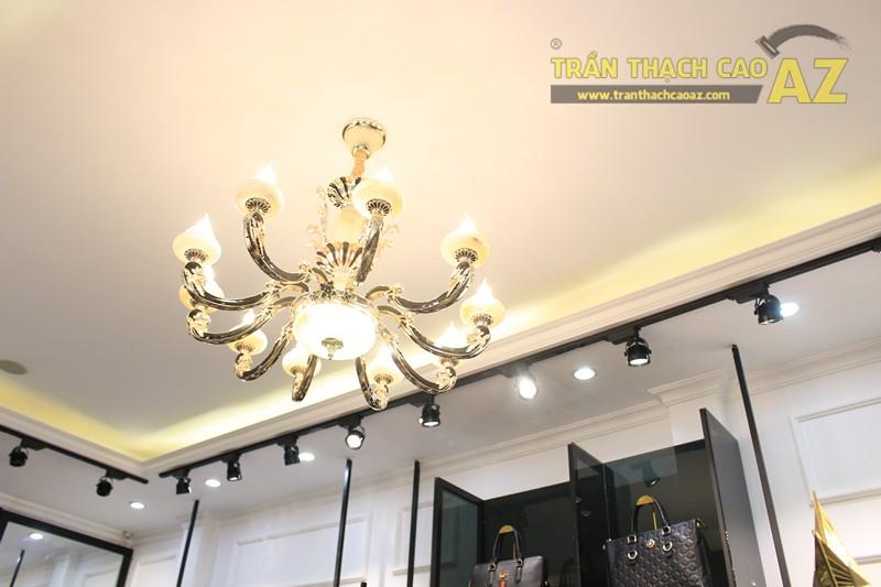 Liberty Wings (258 phố Huế) nổi bật với mẫu trần thạch cao shop đẹp cổ điển, sang trọng - 04