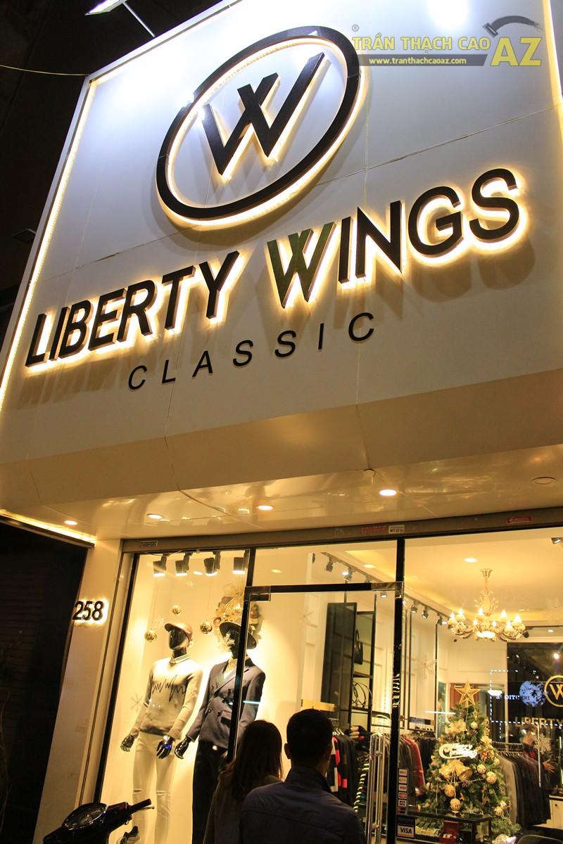 Liberty Wings (258 phố Huế) nổi bật với mẫu trần thạch cao shop đẹp cổ điển, sang trọng - 06