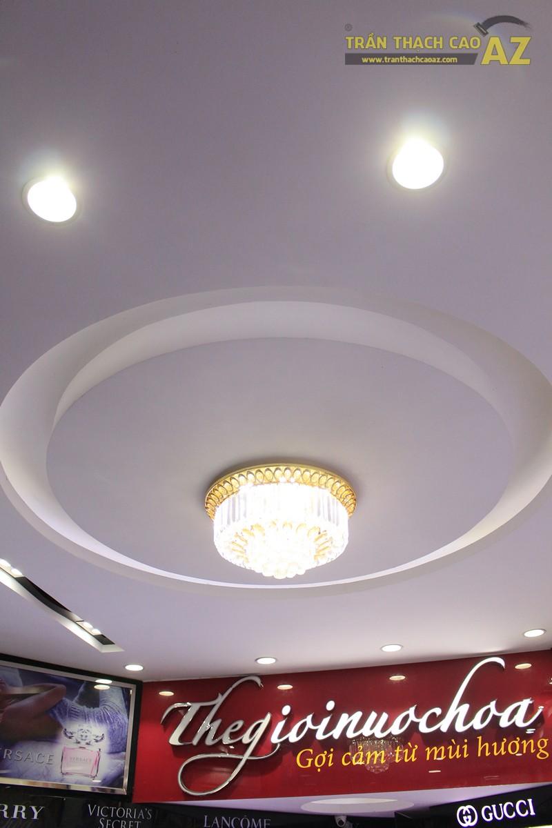 Mẫu trần thạch cao shop đẹp tinh tế, sang trọng của Thế giới nước hoa, 55D Hàng Bài - 02